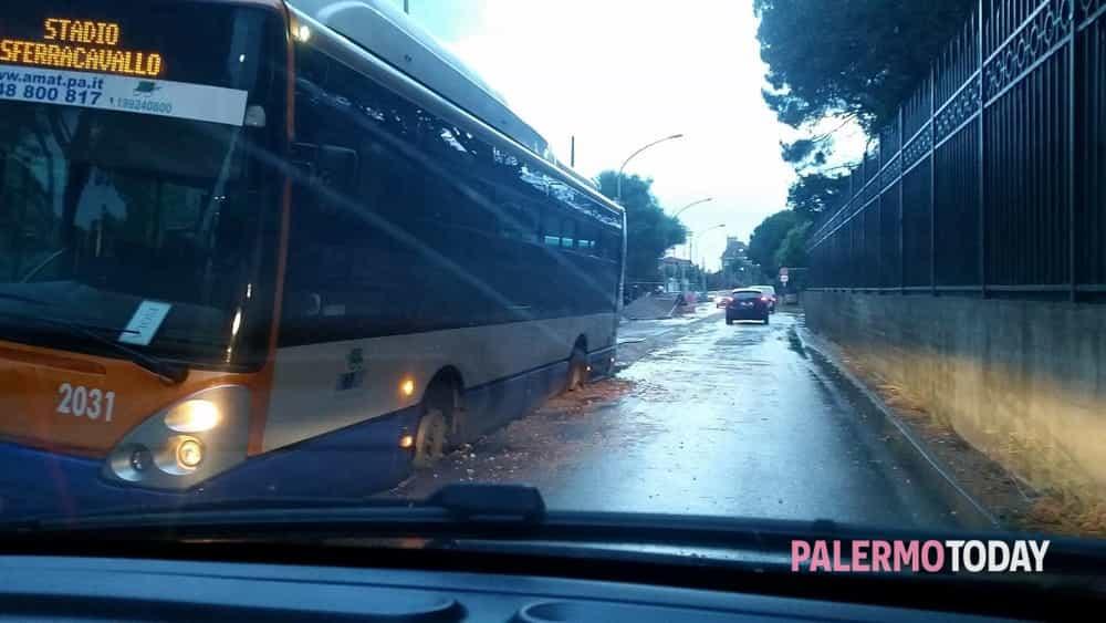 autobus bloccato tommaso natale 4-2