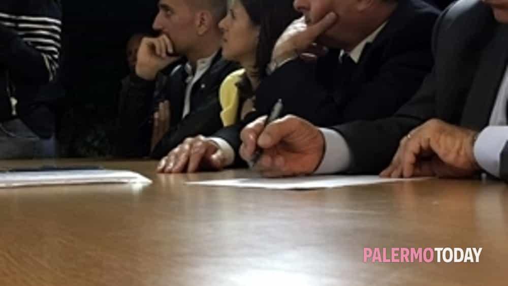 orlando a pagliarelli, assemblea pubblica nel bene confiscato di via balistreri -6