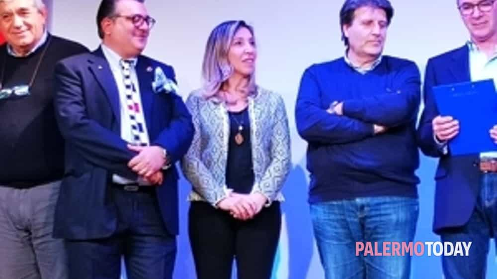 "«risate e beneficienza», ""sold out"" l'evento organizzato dal rotary club palermo montepellegrino-5"