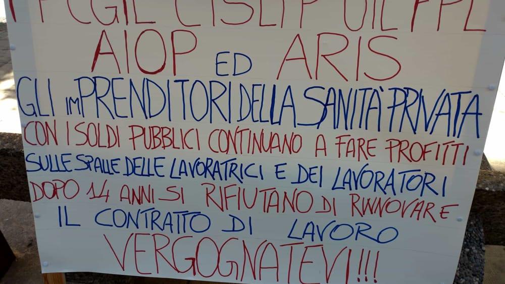 Manifestazione sanità privata cartellone-2