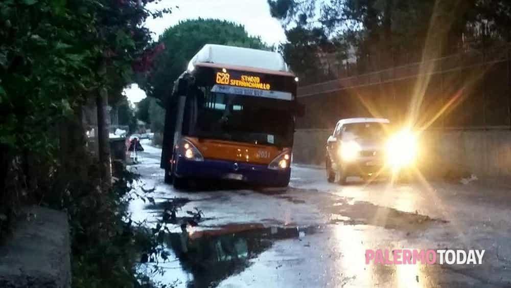 autobus bloccato tommaso natale 2-2