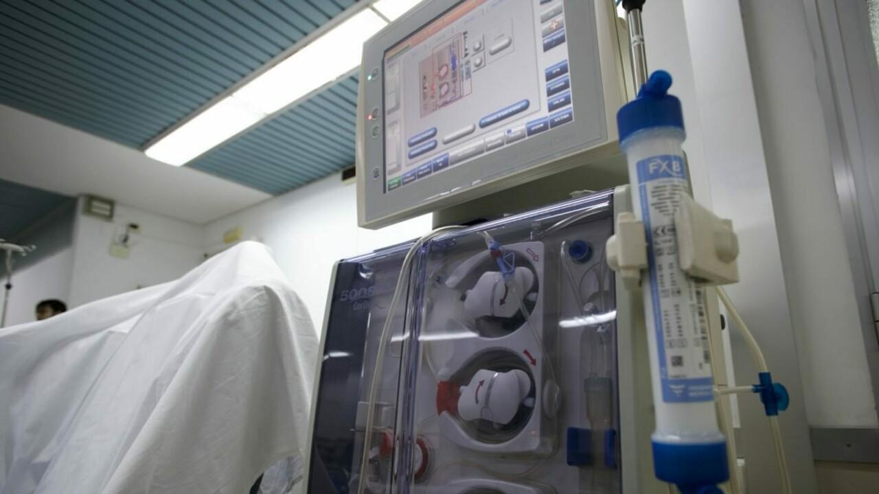 Mostra il pene alle infermiere e poi rompe il naso a un operatore, arrestato paziente di un centro dialisi