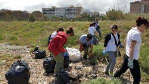 studenti universitari puliscono costa sud-2