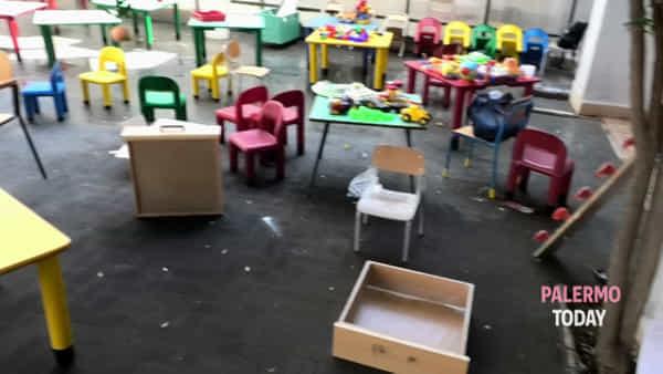 Zisa, mamme e maestre puliscono la scuola vandalizzata: a rischio il primo giorno di lezioni | VIDEO
