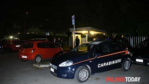 Omicidio a Cenursco, uomo ucciso nel box, carabinieri sul posto 4-2