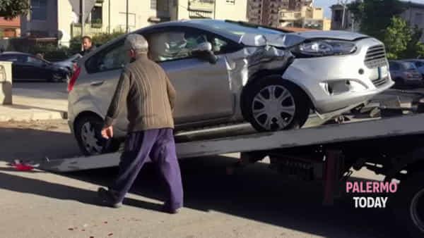 Semina il caos alla Noce e si schianta con un'auto rubata, i rilievi della Scientifica | VIDEO