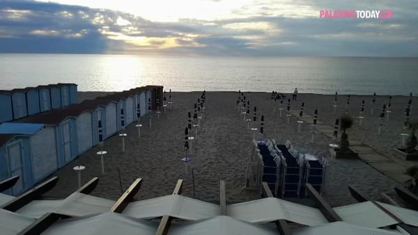 VIDEO | Pronta a partire la stagione balneare, a Isola spuntano le cabine ma in versione ridotta