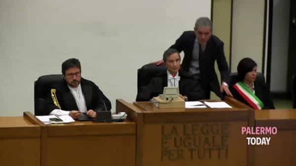 Trattativa Stato-mafia, l'arrivo di Berlusconi in aula bunker e la sua deposizione | VIDEO