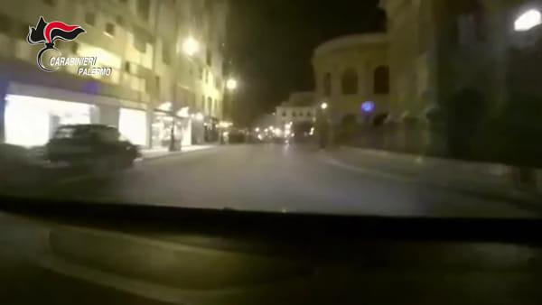 VIDEO | Il tentato furto da Foot Locker e l'inseguimento in una Palermo deserta: le immagini dell'arresto