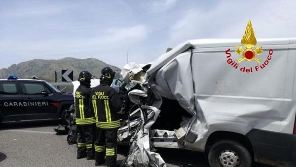 5 vigili del fuoco incidente palermo sciacca 10 giugno 2019.mp4-2