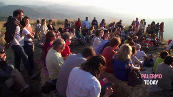 Pianoforte e violino al tramonto: gran finale d'estate tra le montagne di Ventimiglia | VIDEO
