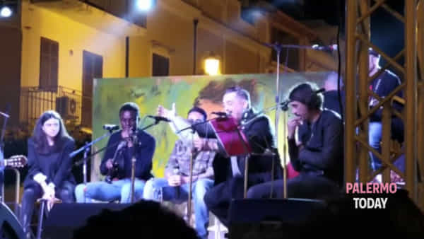Concerto per Peppino Impastato: c'è anche Chris, il nigeriano che canta Balistreri | VIDEO