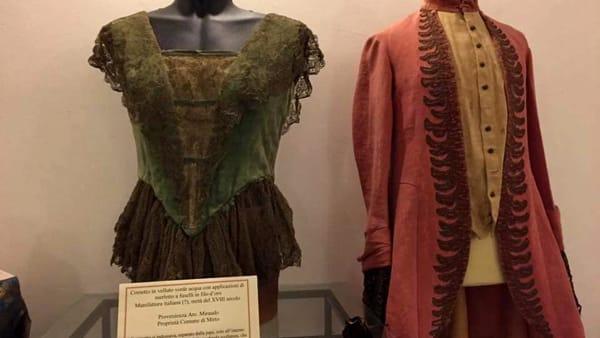 Costume e moda siciliana in mostra, alla scoperta in modo inedito di Villa Palagonia a Bagheria