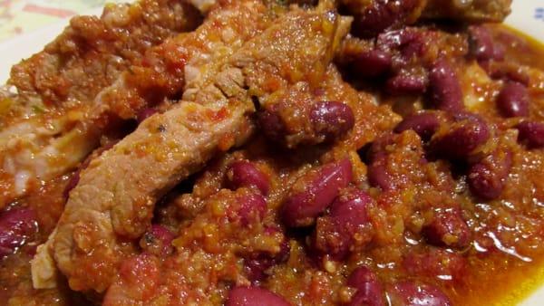 Fagioli rossi e puntine di maiale