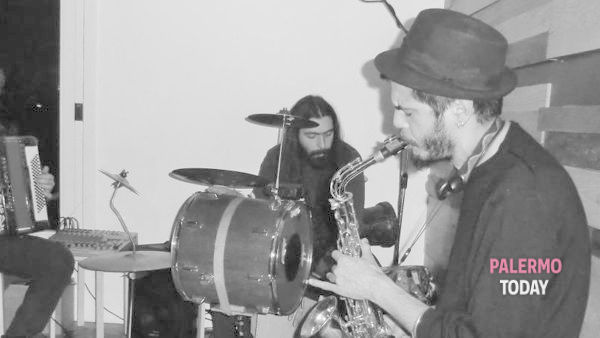 Rakija Bomba Trio in concerto sulla terrazza dell'Institut Français