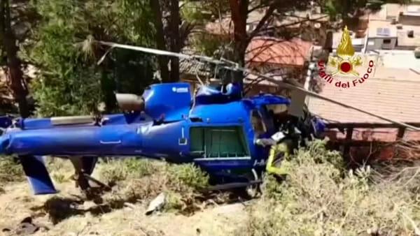 VIDEO | Elicottero caduto, squadre Saf dei vigili del fuoco al lavoro per mettere in sicurezza il velivolo