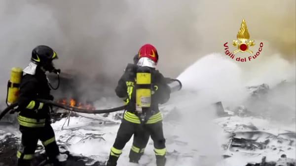 Incendio a San Giuseppe Jato, esplodono bombole di gas nell'isola ecologica | VIDEO