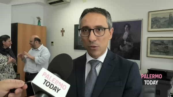 Carta d'identità elettronica, si sblocca la procedura: la prima rilasciata a Leoluca Orlando | VIDEO