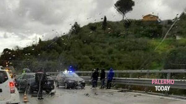 Incidente ad Altofonte, scontro tra due auto: due ragazzi..