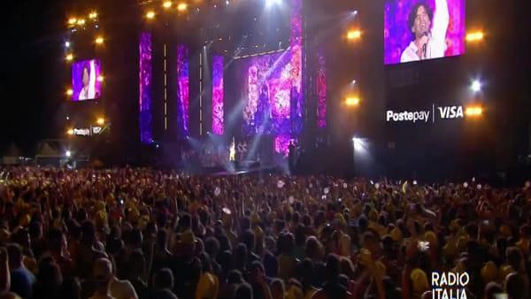 Palermo salta con Radio Italia, in migliaia a ballare con Mika e Mahmood | VIDEO