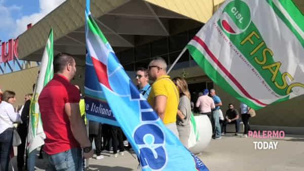 """Il passaggio Auchan-Conad spaventa i lavoratori: """"A rischio centinaia di posti"""""""