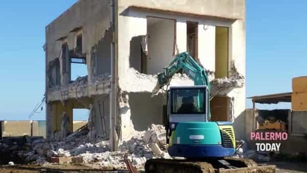 """Roma boccia la mini sanatoria della Sicilia sugli abusi edilizi, Legambiente: """"Ennesima sberla all'Ars"""""""