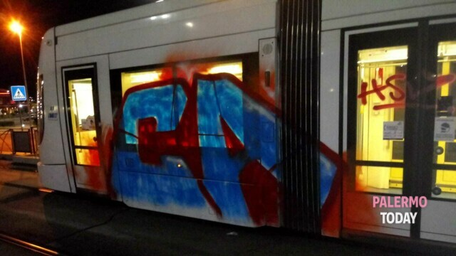 Blitz at the tram stop, vandals block a vehicle and smear it with spray cans thumbnail
