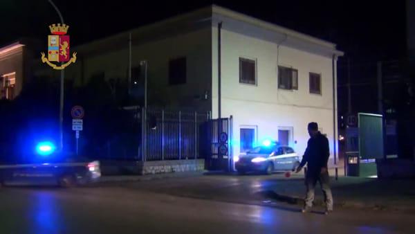 La polizia bussa all'alba, arrestati i boss di San Lorenzo: le immagini del blitz | VIDEO