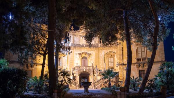 Notte a villa Palagonia, visite guidate alla celebre villa dei mostri di Bagheria