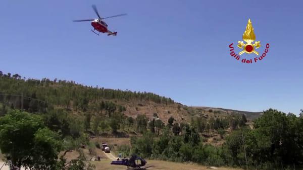 VIDEO | Collesano, i vigili del fuoco recuperano la carcassa dell'elicottero schiantato sulla montagna