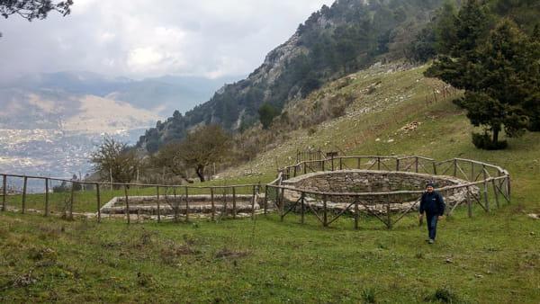 Piana degli Albanesi, l'escursione alle Serre della Pizzuta tra grotte e natura