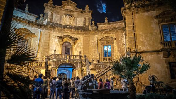 """Bagheria, notte a Villa Palagonia: alla scoperta della più famosa """"villa dei mostri"""""""