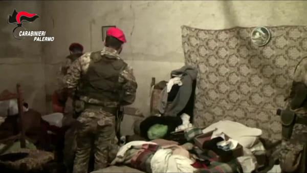 VIDEO | Carabinieri setacciano le campagne dell'entroterra: le immagini dei blitz in casa