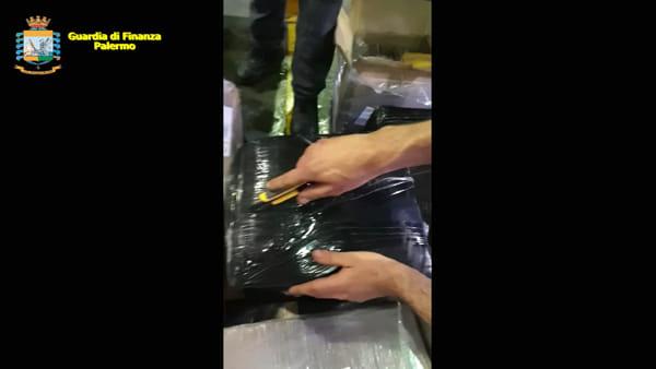 Due quintali di hashish spediti tramite corriere, arrestato giovane di Brancaccio: il blitz della Finanza | VIDEO