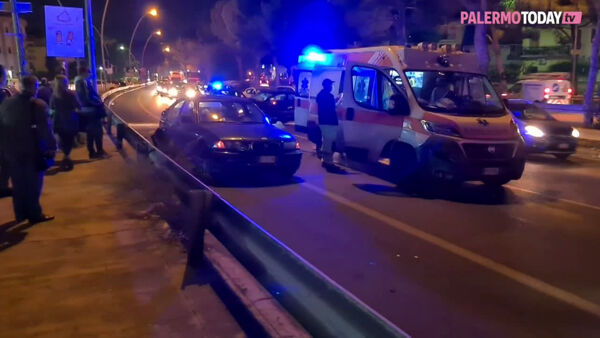 VIDEO | Incidente viale Regione, scontro fra auto: due feriti e traffico in tilt