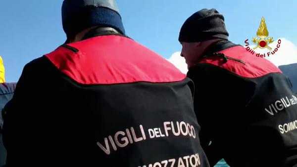 Pescatore di 17 anni disperso a Terrasini, le ricerche in mare dei vigili del fuoco | VIDEO