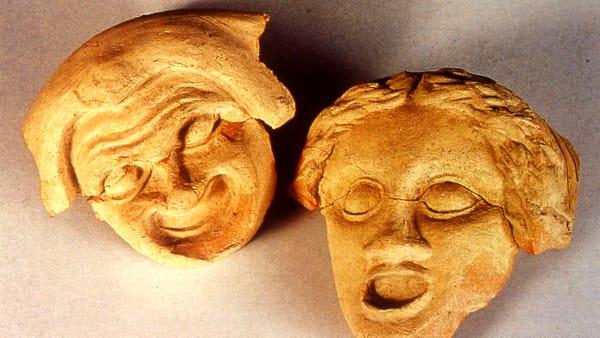 Quattro spettacoli a Monte Iato, in anteprima la riproduzione di un'antica maschera teatrale
