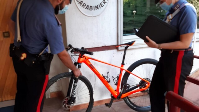A 55-year-old man steals the bike from a cyclist involved in an accident thumbnail