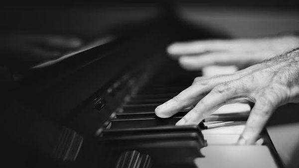 """""""La Stanza unplugged"""" di Ruggiero Mascellino al Teatro Santa Cecilia"""