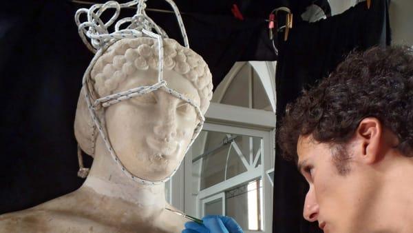 """Torso e testa ora di nuovo insieme, il """"Kouros ritrovato"""" in mostra a Palazzo Branciforte"""