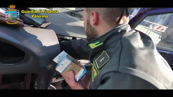 VIDEO | Sigarette di contrabbando nascoste nell'auto: la perquisizione al porto