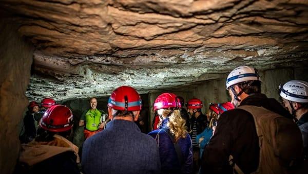 Le muchate arabe, escursione nel sottosuolo: alla scoperta delle più grandi cave della città