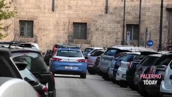 Rapine a colpi di mazzate nelle gioiellerie: l'uscita degli arrestati | VIDEO
