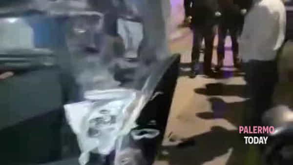 L'inseguimento, l'auto cappottata e l'incidente: le immagini della folle notte in via Boccone | VIDEO