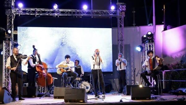 Musica manouche e popolare, lo Swing Cafè al Caffè del Teatro Massimo