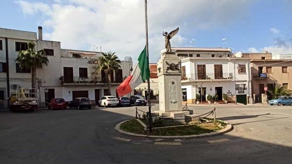 bandiera a mezz'asta a Terrasini-2