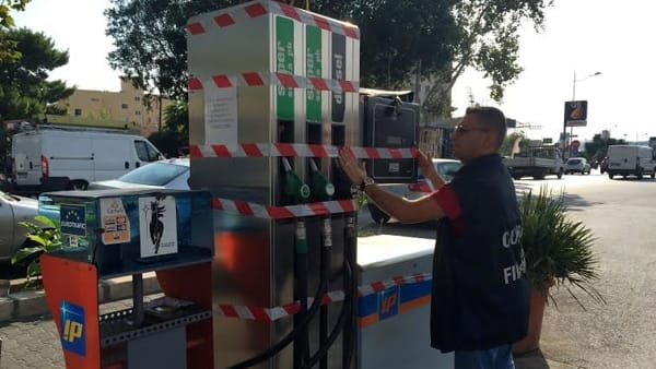 Sequestrato distributore di benzina in piazza Giachery