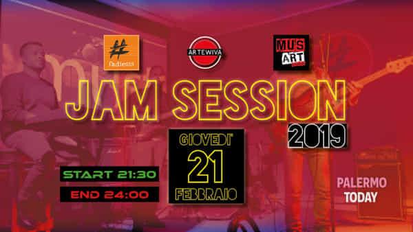 Basso, chitarra e batteria: jam session del giovedì sul palco del Fadiesis