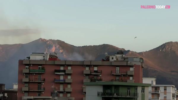 VIDEO | Soffia lo scirocco, bruciano le montagne palermitane: canadair in azione