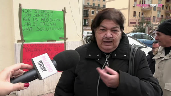 VIDEO | Chiude l'ufficio postale di via dei Cantieri, scatta la rivolta di anziani e disabili